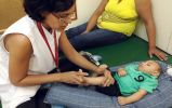 Projeto dá fisioterapia para bebês com comprometimento neurológico